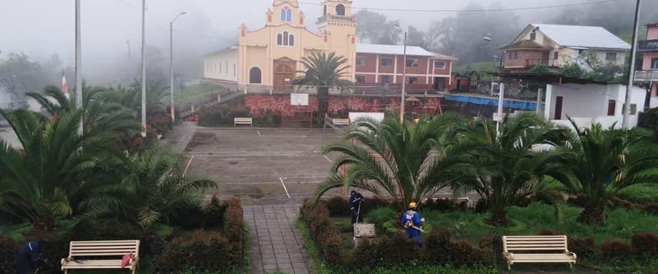 Se está realizando el arreglo del parque central en nuestra parroquia